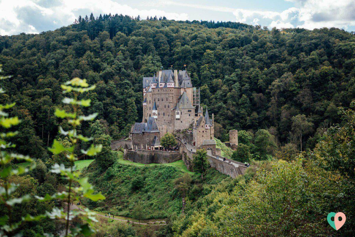 Wandern an der Burg Eltz: das Eltzer Burgpanorama