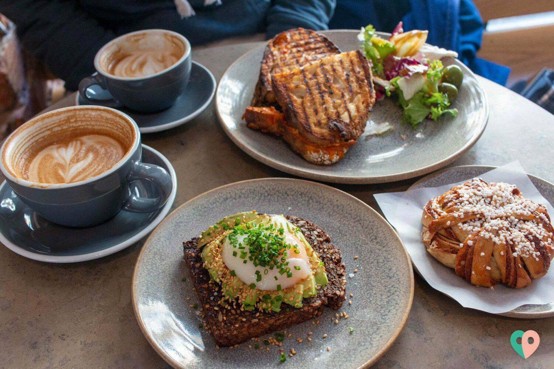 Frühstück im Café Pascal in Stockholm